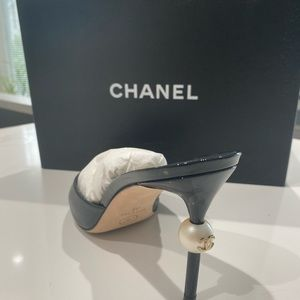 CHANEL Shoes - Chanel 18C w/pearl mules